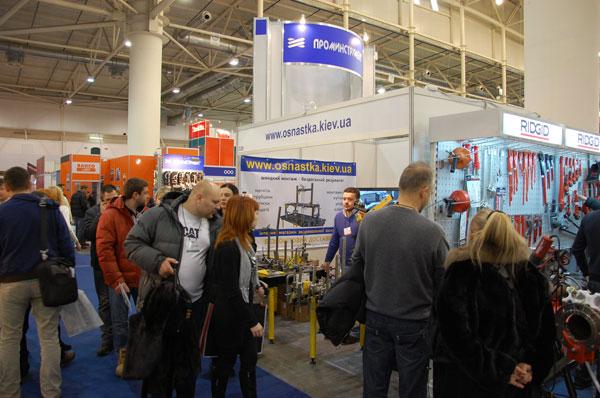 Стенд компании Роботикс Инженерия на выставке Интертул-2012 в Киеве. Монтажные сварочные столы сварщика, универсальные сборочные приспособления (усп), магниты, зажимы, тиски, клещи, сварочные роботы, робототехника, световые лазерные защитные инфракрасные барьеры, слесарный инструмент в широком ассортименте