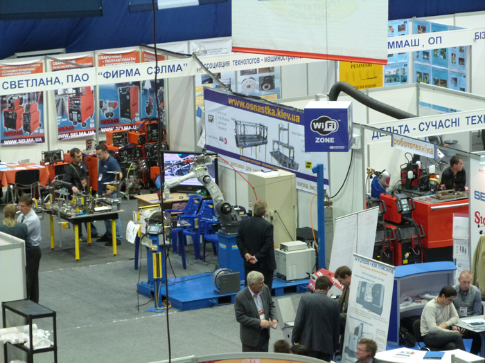 Стенд Роботикс Инженерия на выставке Машпром-2012 в Днепропетровске. Робототехника.