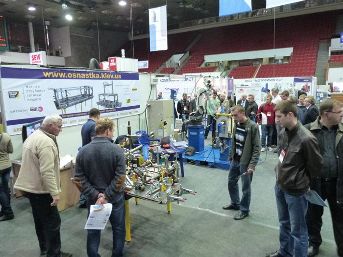 Стенд Роботикс Инженерия на выставке Машпром-2012 в Днепропетровске. Сварочные инструменты и столы сварщика..